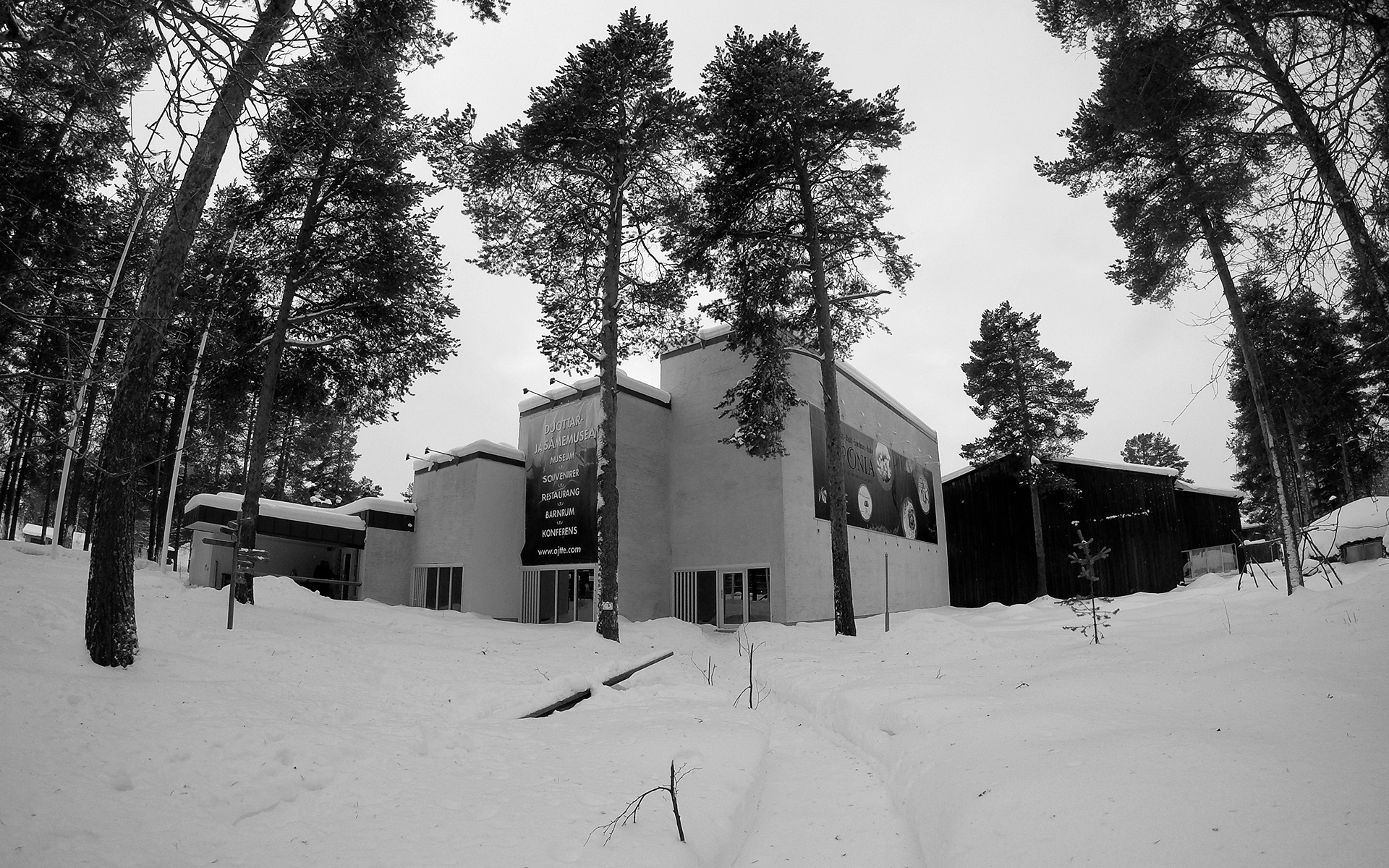2016-02-04 - Ájtte Museum (black & white, wide angle lens)