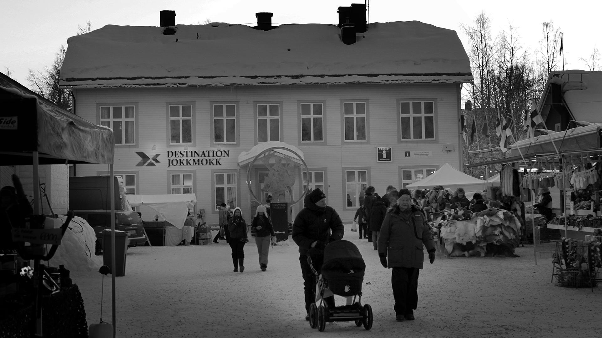2016-02-04 - Destination Jokkmokk and the tourist information (black & white)